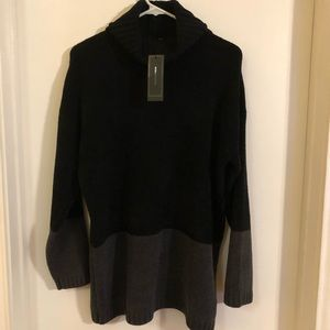 BCBGMAXAZRIA Turtle Neck Sweater M